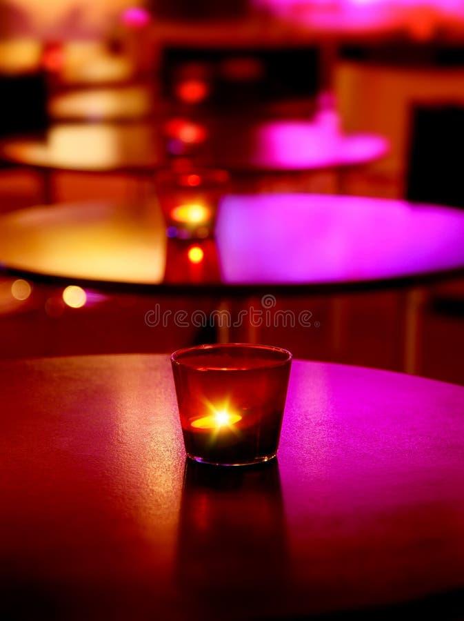 Interior romântico de um restaurante luxuoso fotos de stock royalty free