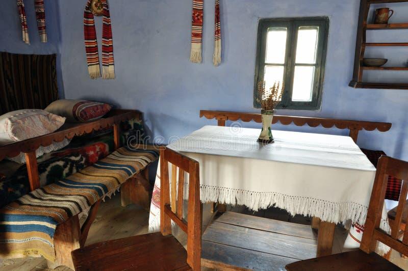 Interior rumano tradicional de la casa imágenes de archivo libres de regalías
