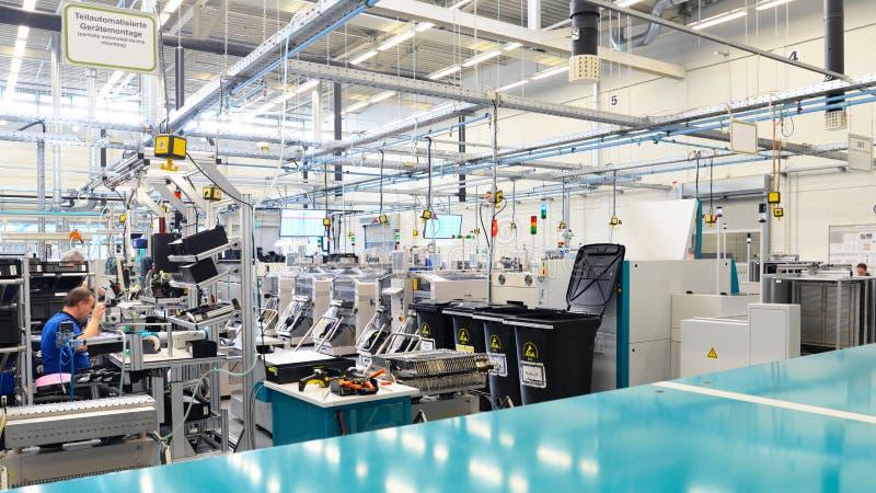 Interior uma arquitetura de uma construção industrial para a produção fotografia de stock