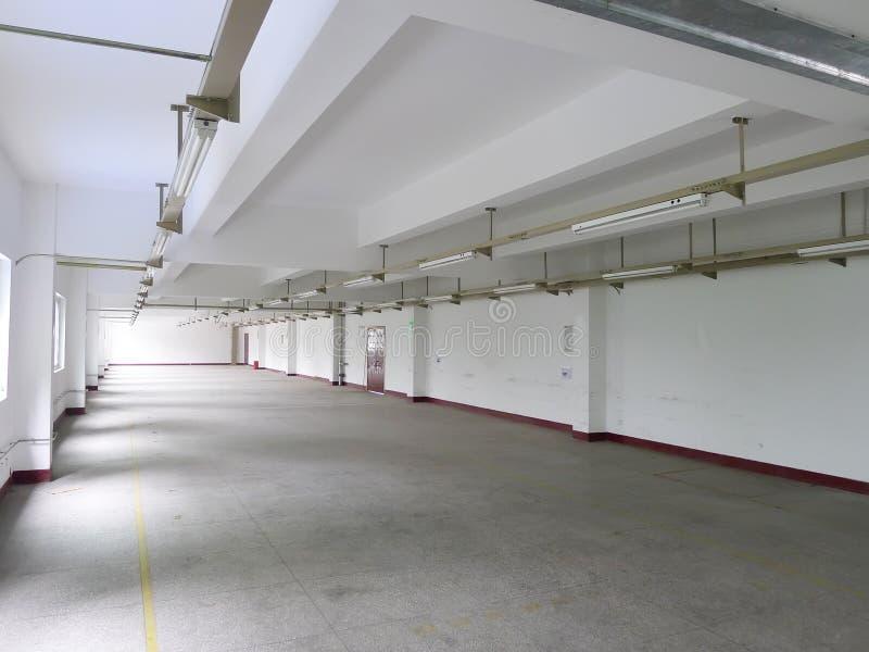 Interior vacío de la fábrica fotografía de archivo libre de regalías