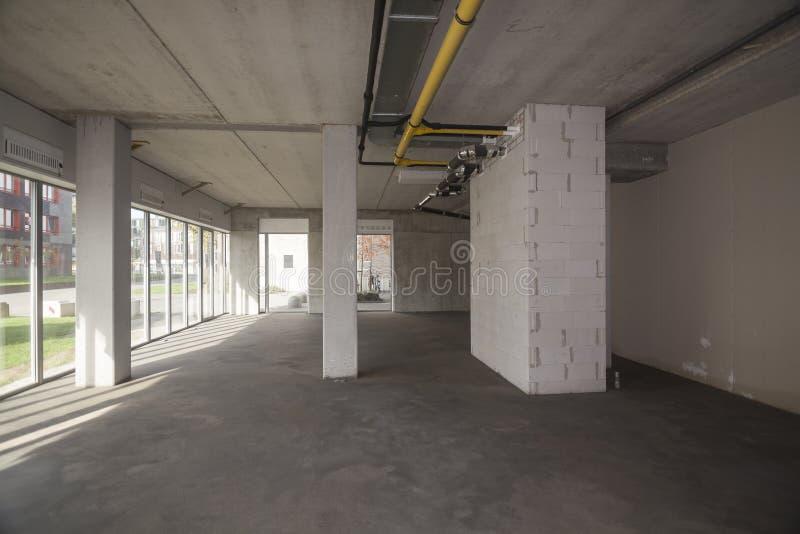 Interior vazio de uma construção inacabado fotos de stock royalty free