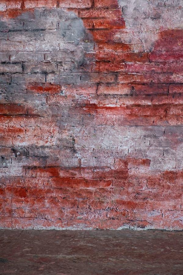 Interior vazio do vintage com a parede de tijolo vermelho imagens de stock