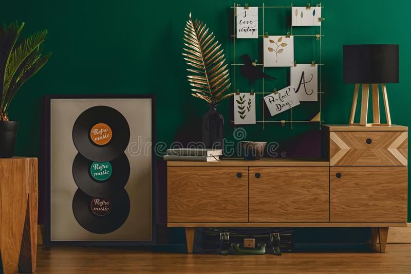 Interior verde oscuro del sitio del vintage imágenes de archivo libres de regalías