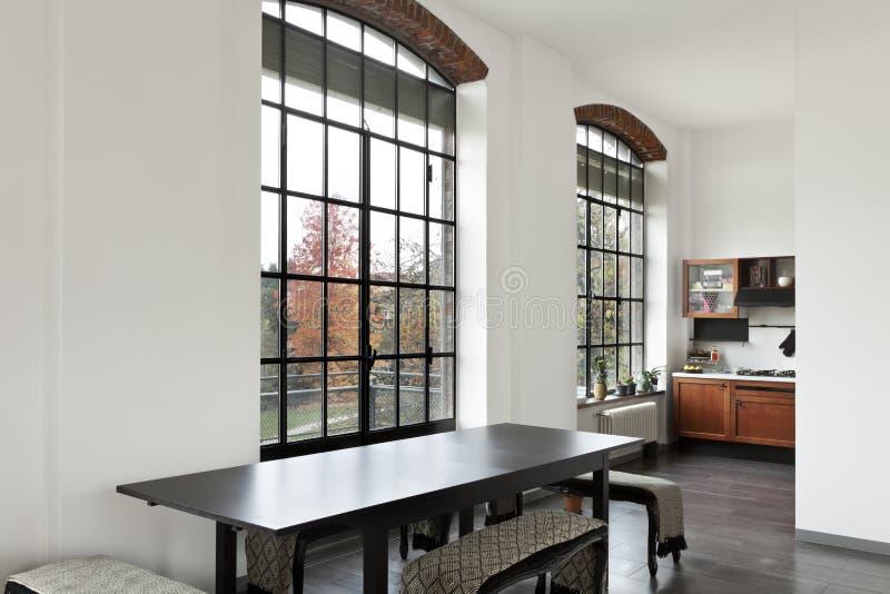 Interior, vista da tabela de jantar imagem de stock royalty free