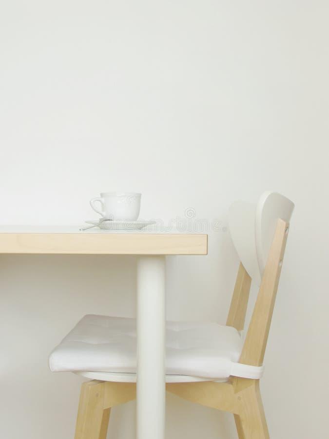 Interiore bianco della cucina immagini stock libere da diritti