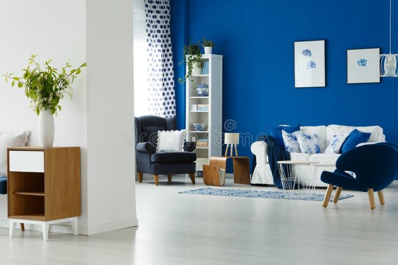 Interiore blu e bianco fotografie stock libere da diritti