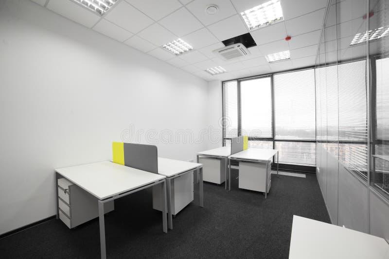 Interiore brandnew bianco dell'ufficio fotografie stock