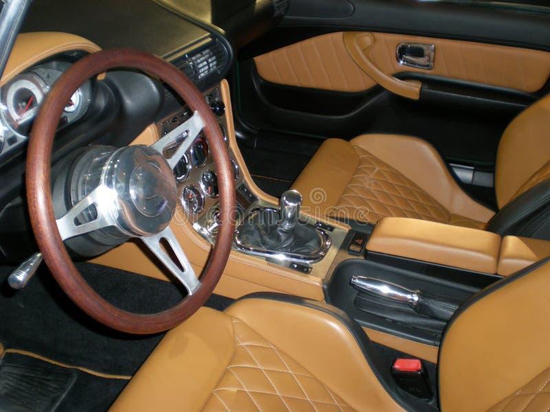 Interiore britannico di cuoio di lusso dell'automobile immagine stock