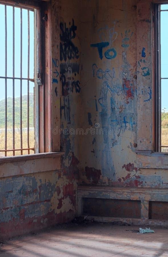 Interiore del carbonile con i graffiti immagine stock libera da diritti