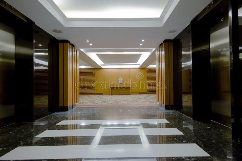 Interiore del corridoio dell'hotel fotografia stock libera da diritti