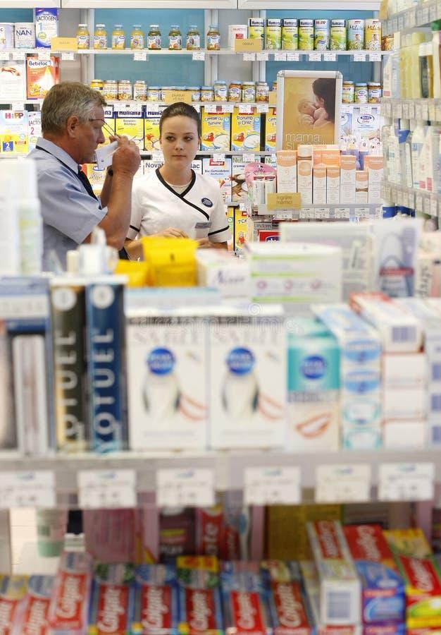 Interiore del negozio della farmacia   fotografia stock libera da diritti