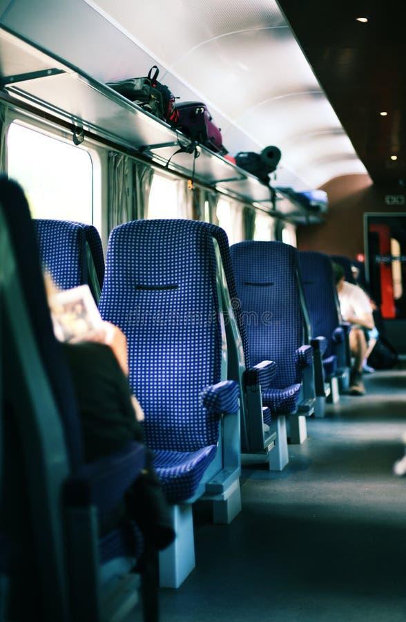 Interiore del treno immagini stock