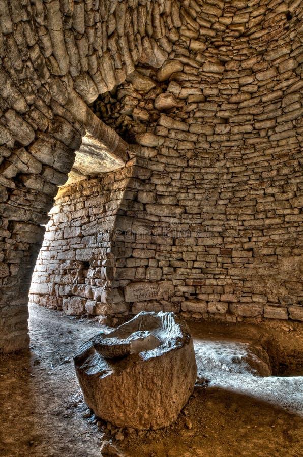 Interiore dell'alloggiamento di sepoltura Mycenaean fotografia stock