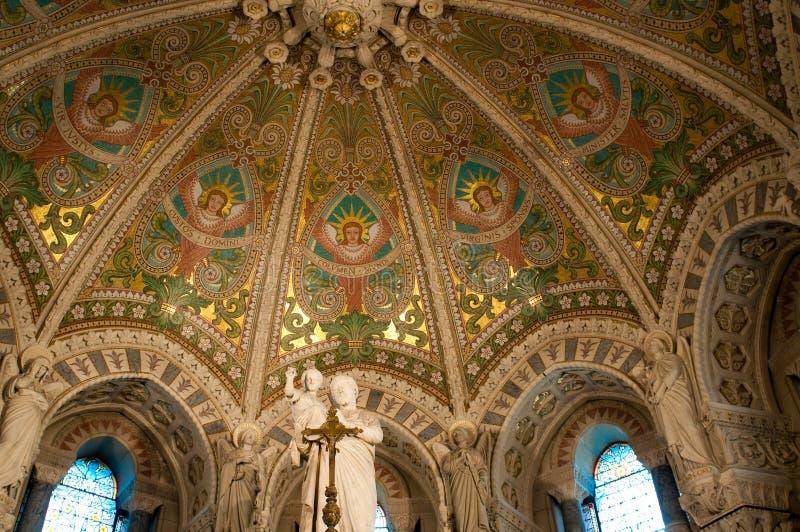 Interiore della basilica Notre Dame de Fourviere fotografia stock libera da diritti