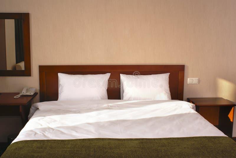 Interiore della camera da letto dell'hotel fotografie stock libere da diritti