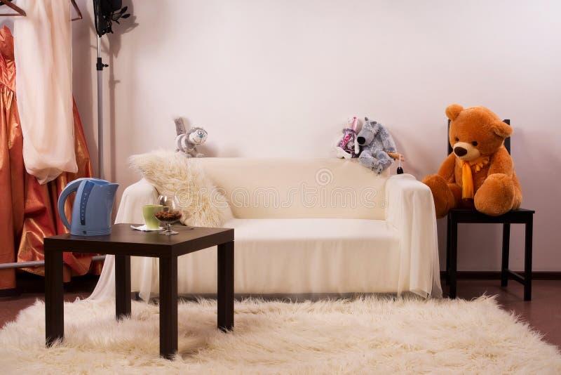 Interiore della camera da letto nello stile dell'annata immagine stock libera da diritti