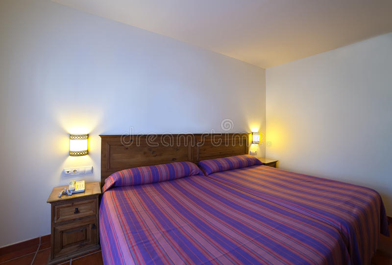 Interiore della camera da letto semplice fotografia stock libera da diritti