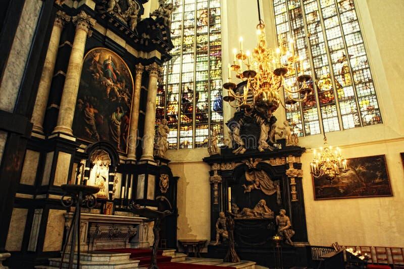 Interiore della cattedrale della st Michael e della st Gudula, Bruxelles, Belgio fotografia stock libera da diritti