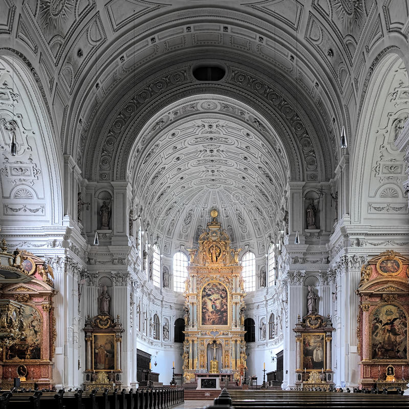 Interiore della chiesa della st Michael a Monaco di Baviera immagini stock