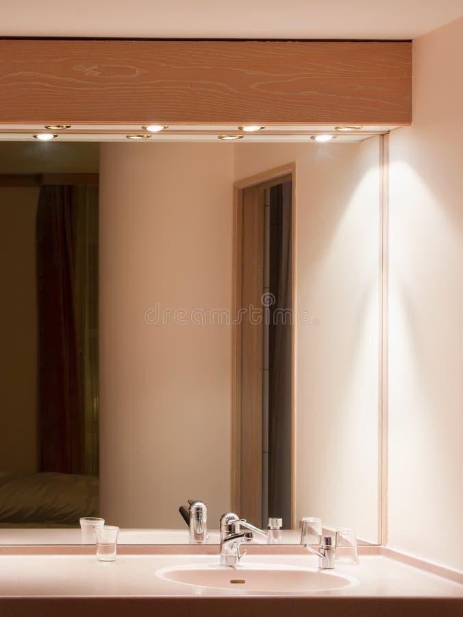 Interiore della stanza da bagno dell'hotel fotografia stock