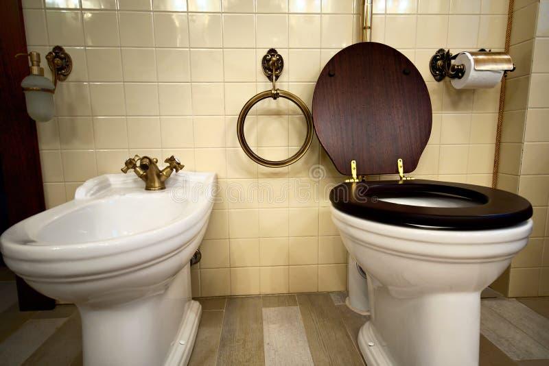Interiore della stanza da bagno di lusso dell'annata immagine stock libera da diritti