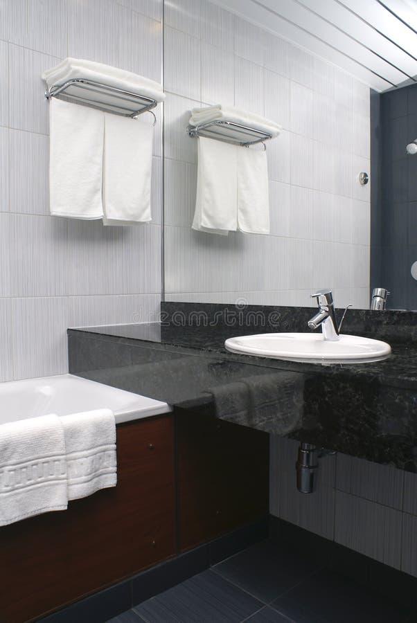 Interiore della stanza da bagno in hotel immagini stock libere da diritti