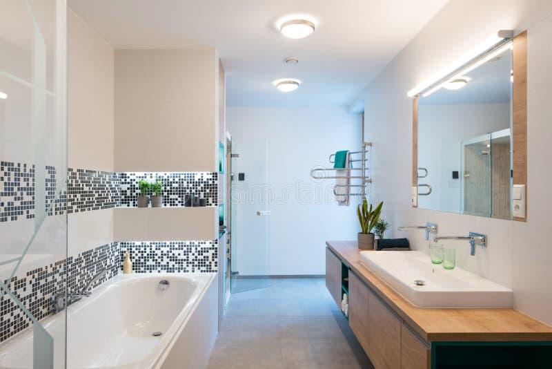 Interiore della stanza da bagno moderna fotografie stock libere da diritti