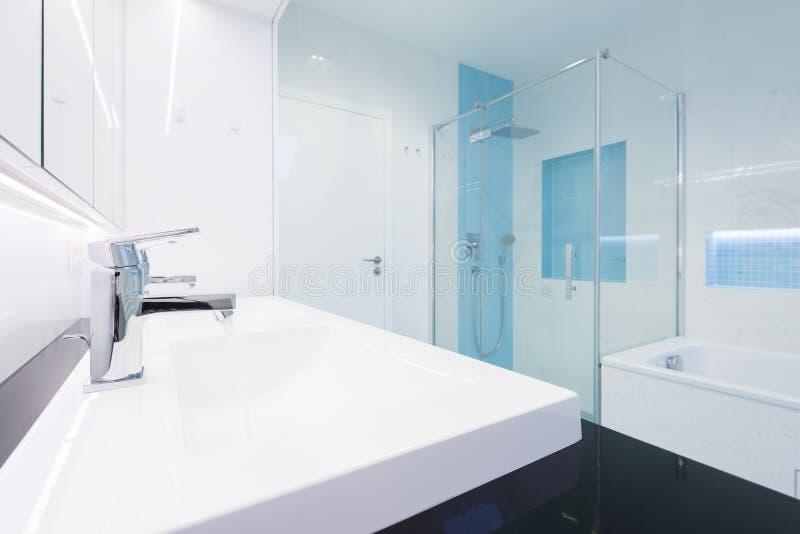 Interiore della stanza da bagno moderna immagine stock libera da diritti