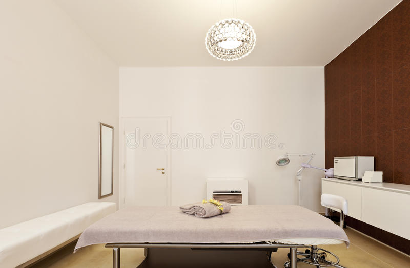 Interiore della stanza di massaggio fotografie stock