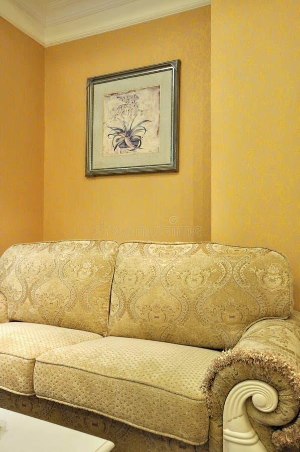 Interiore della stanza e sofà del panno immagini stock