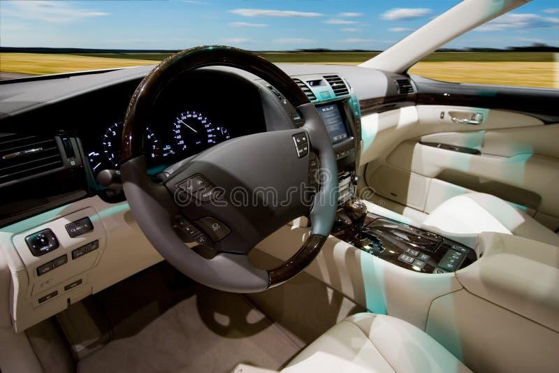 Interiore di lusso dell'automobile fotografie stock