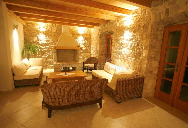 Interiore di pietra di lusso della villa fotografie stock
