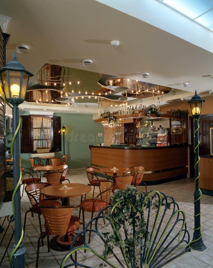 Interiore di un caffè accogliente fotografia stock libera da diritti