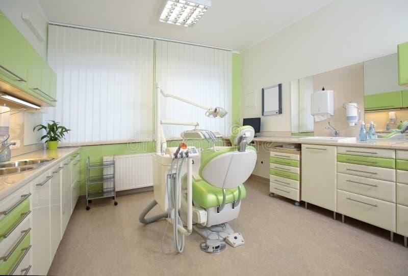 Interiore di un ufficio dentale moderno fotografia stock libera da diritti