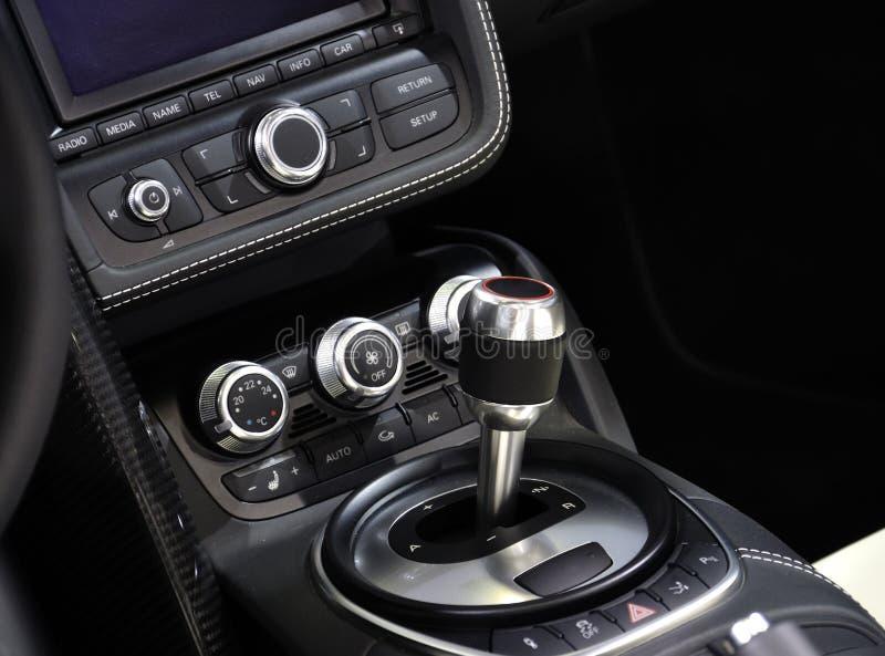 Interiore eccellente dell'automobile sportiva fotografia stock