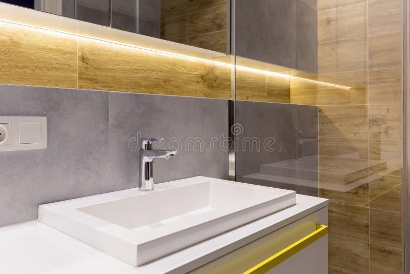 Interiore elegante della stanza da bagno fotografie stock
