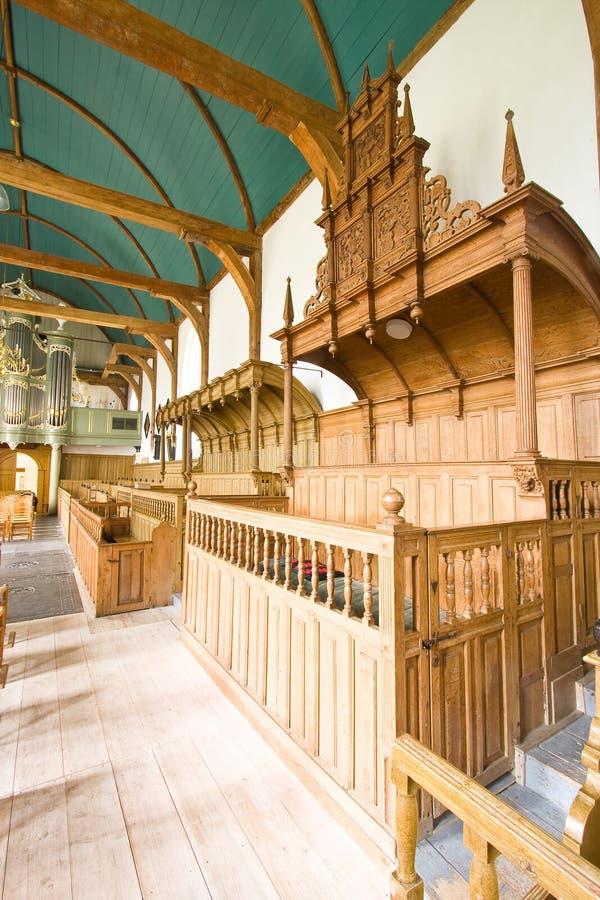 Interiore medioevale tipico della chiesa di Frisian fotografia stock libera da diritti