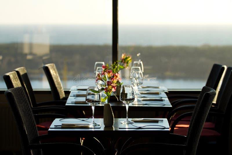 Interiore moderno del ristorante immagine stock