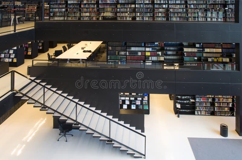 Interiore moderno delle biblioteche immagine stock libera da diritti