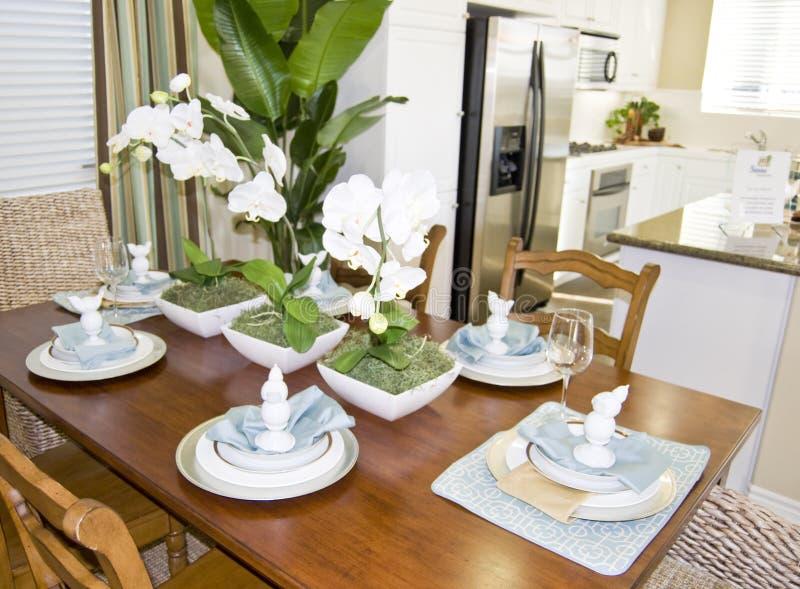 Interiore pranzante di lusso della cucina fotografie stock libere da diritti