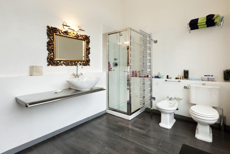 Interiore, vista della stanza da bagno immagini stock libere da diritti