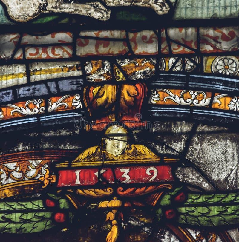 Interiores da catedral de Lichfield - vitral na senhora Chapel foto de stock