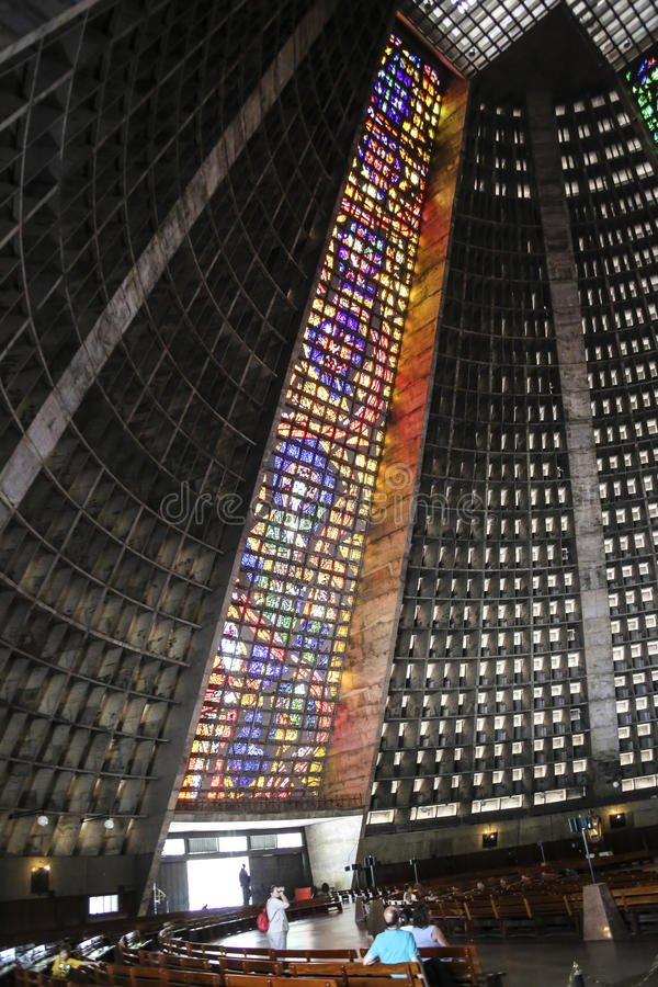 Interiores da catedral de Rio De janeiro (San Sebastian) imagem de stock