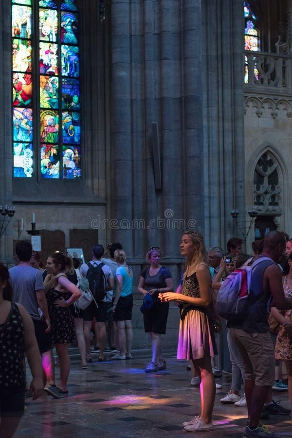 Interiores da catedral de StVitus no castelo de Praga, República Checa fotografia de stock