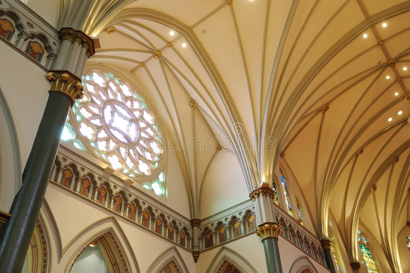 Interiores da igreja foto de stock royalty free
