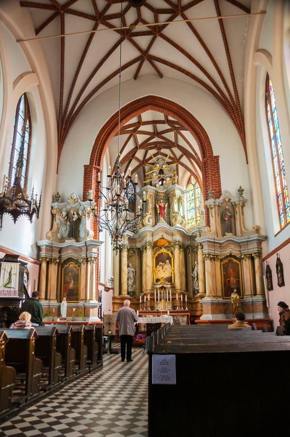 Interiores da igreja de St Anne em Vilnius fotografia de stock