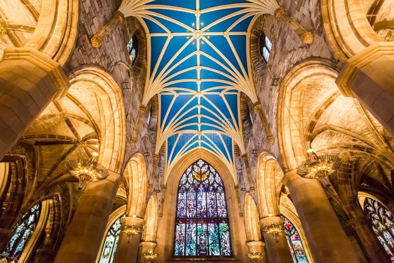 Interiores de la catedral en Edimburgo fotografía de archivo