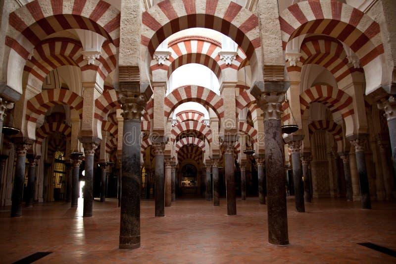 Interiores de la mezquita de Córdoba fotografía de archivo libre de regalías