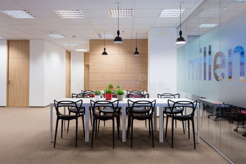 Interiores de la oficina creados por los arquitectos de Kivvi, Bratislava, Eslovaquia imágenes de archivo libres de regalías