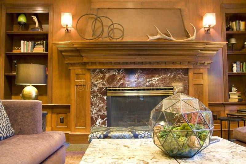 Interiores de la sala de estar del pasillo del hotel de lujo imágenes de archivo libres de regalías
